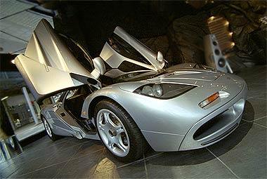 hvid lotus car